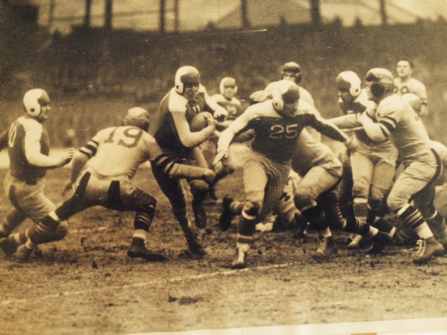 Tony Sarausky (with ball), New York Giants (December 8, 1935)