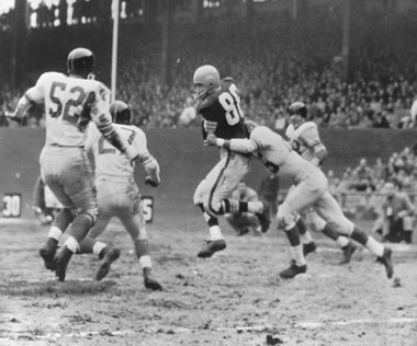 Cleveland Browns at New York Giants, (November 28, 1954), John Cannady (52)