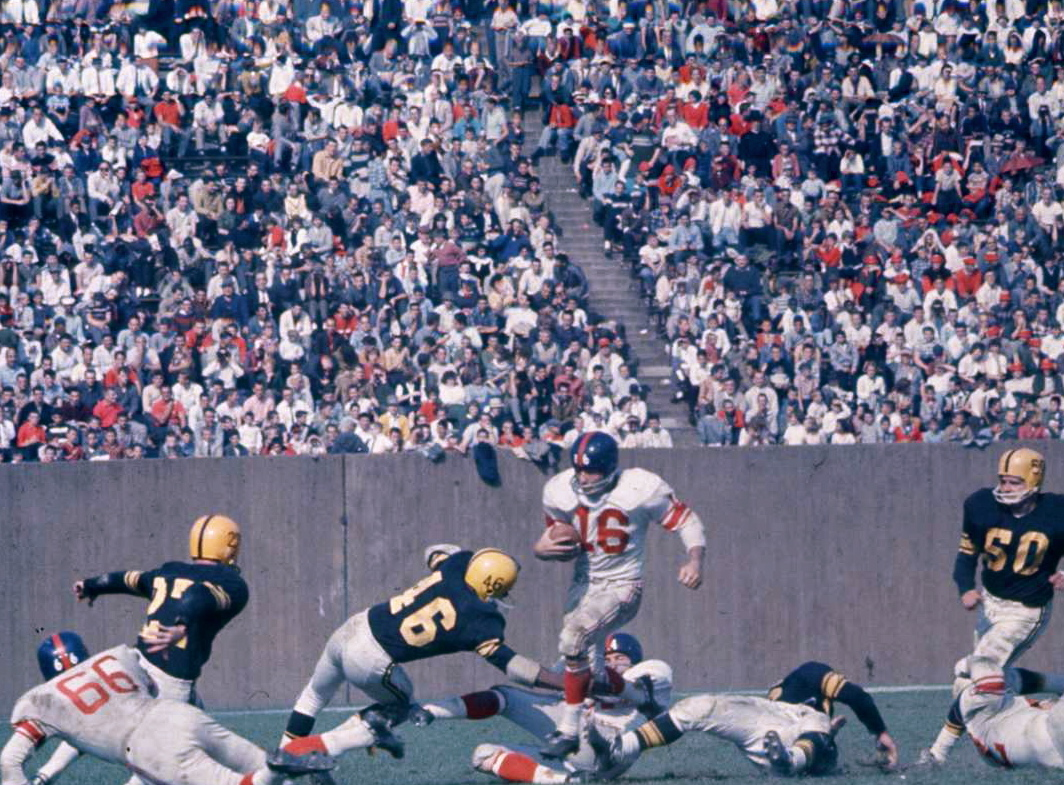 Frank Gifford (16), New York Giants at Pittsburgh Steelers (October 9, 1960)