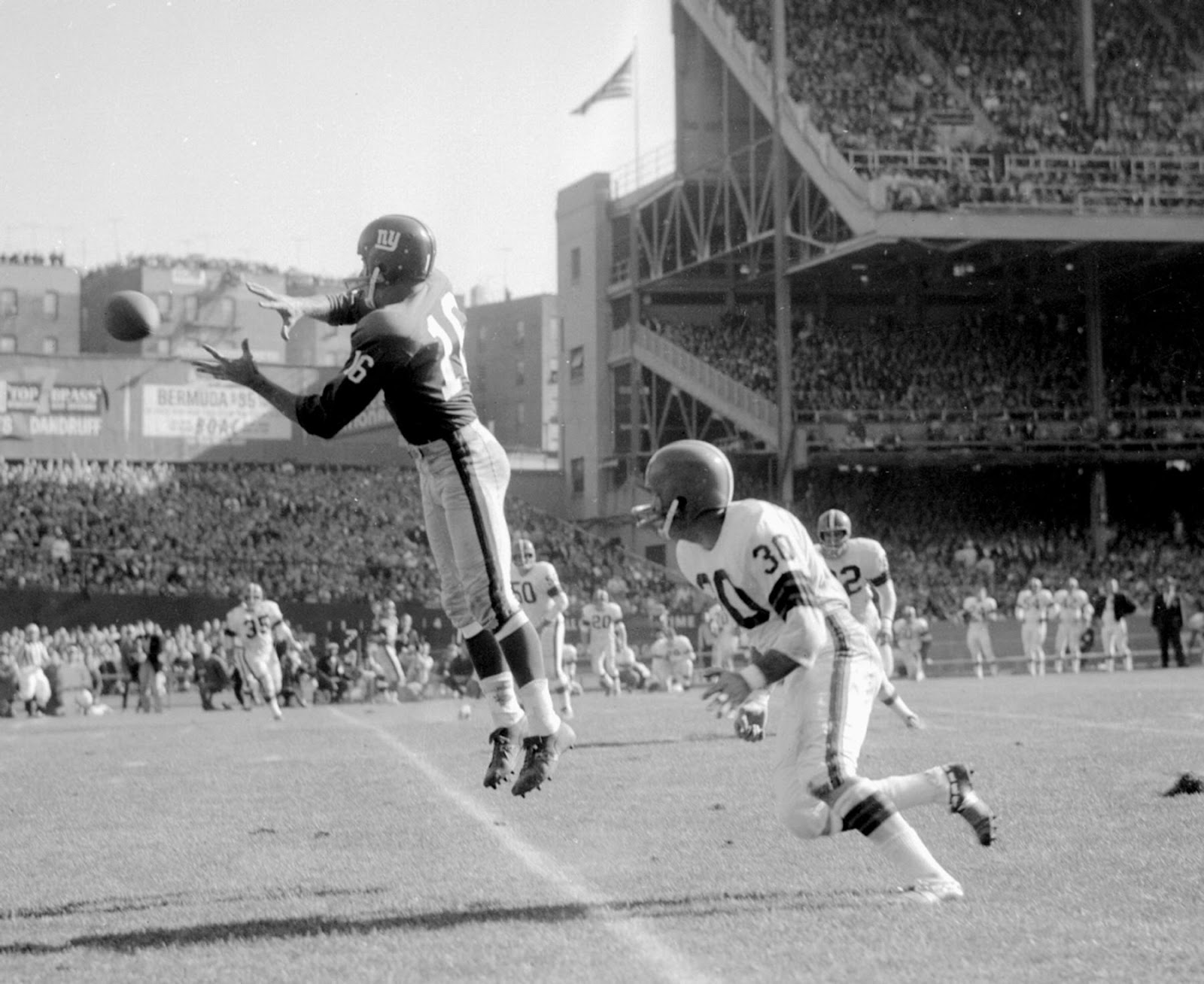 Frank Gifford, Cleveland Browns at New York Giants (October 13, 1963)