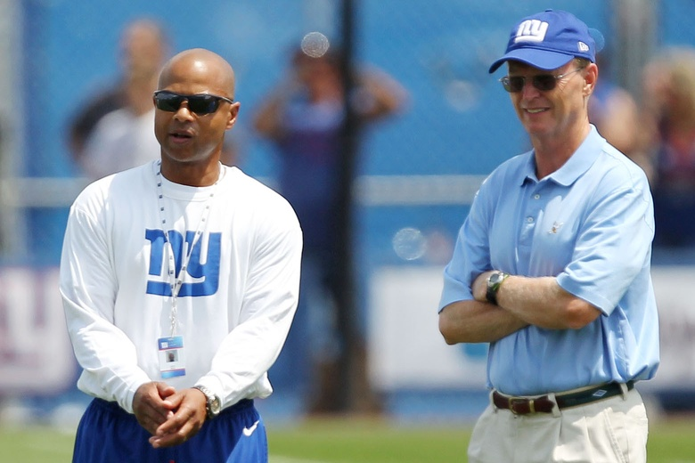 Jerry Reese and John Mara – © USA TODAY Sports Images