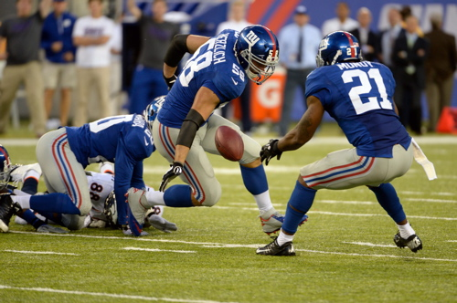Mark Herzlich (58) and Ryan Mundy (21), New York Giants (September 15, 2013)