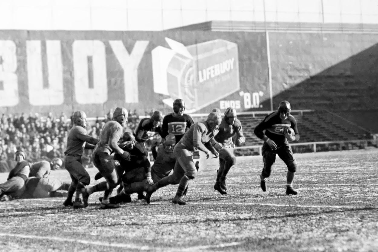 New York Giants at Philadelphia Eagles (December 10, 1933); Ken Strong with the Football