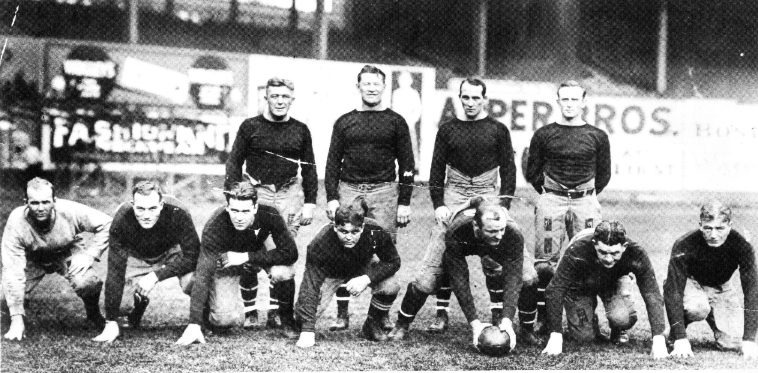 1925 New York Giants, back row, second from left, Jim Thorpe
