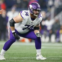 Giants Agree to Terms with Mike Remmers, Waive Robert Martin