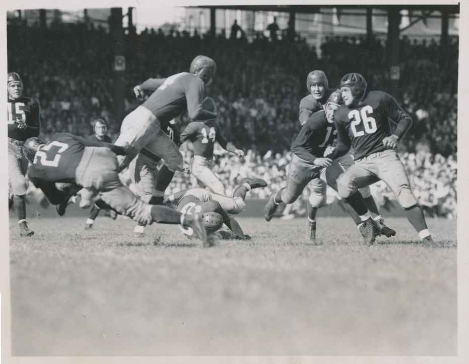 New York Giants at Washington Redskins (September 22, 1940); Tuffy Leemans with the ball.