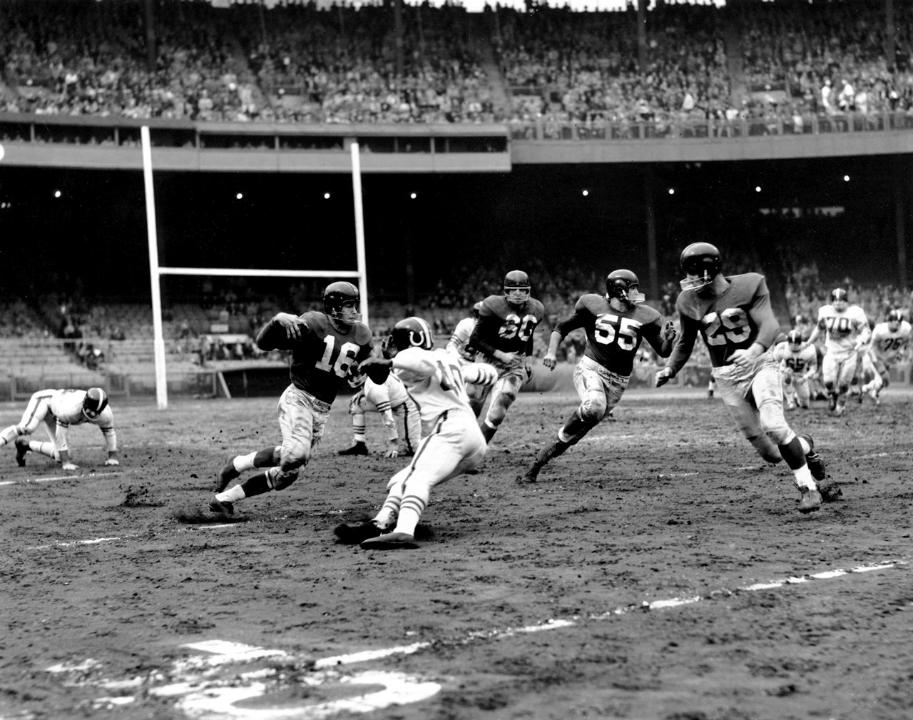 Frank Gifford (16), Ray Wietecha (55), Alex Webster (29), New York Giants (November 13, 1955)