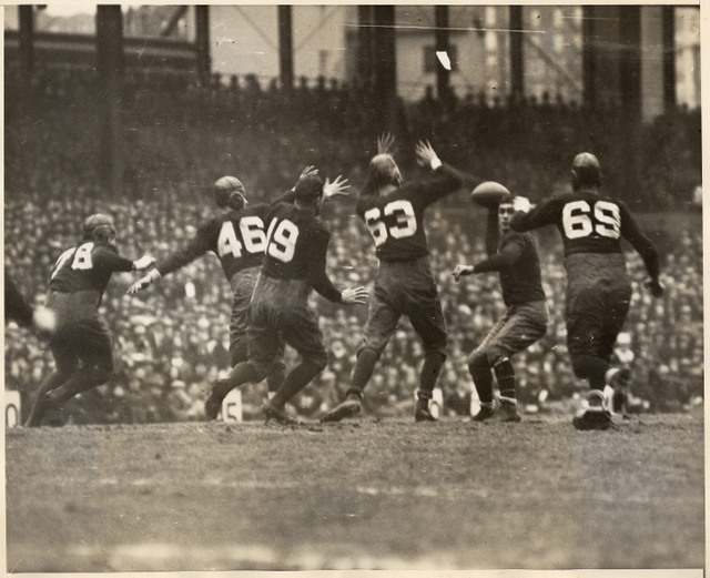 Benny Friedman with ball, New York Giants against Notre Dame All Stars (December 14, 1930)